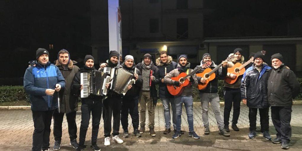 (Vecchi e nuovi suonatori della tradizionale Novena Santonofrese)